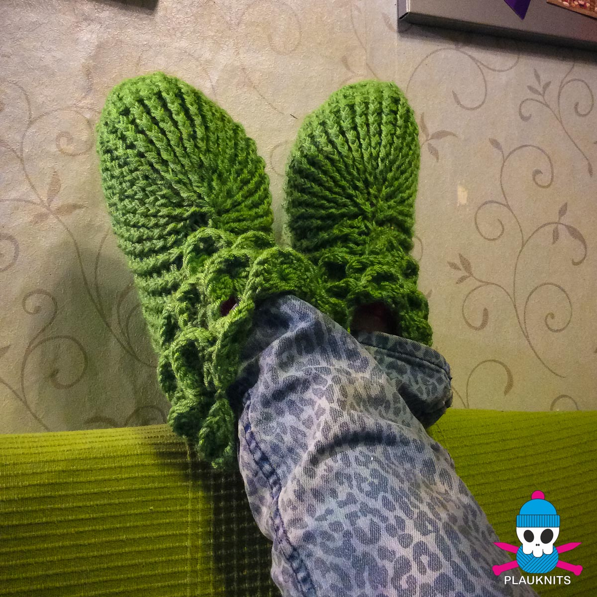 Зелёные вязаные носочки-тапочки ручной работы