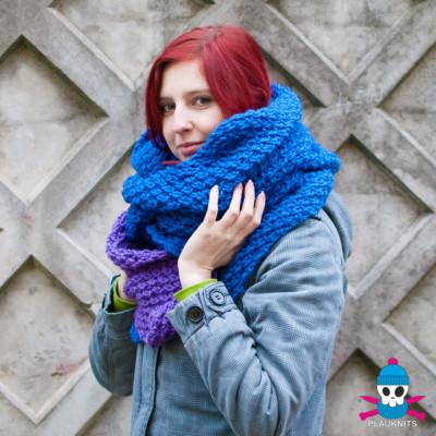 Фиолетово-синий вязаный шарф-капюшон