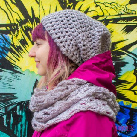 Серый вязаный комплект шапка и шарф-снуд Кристалл