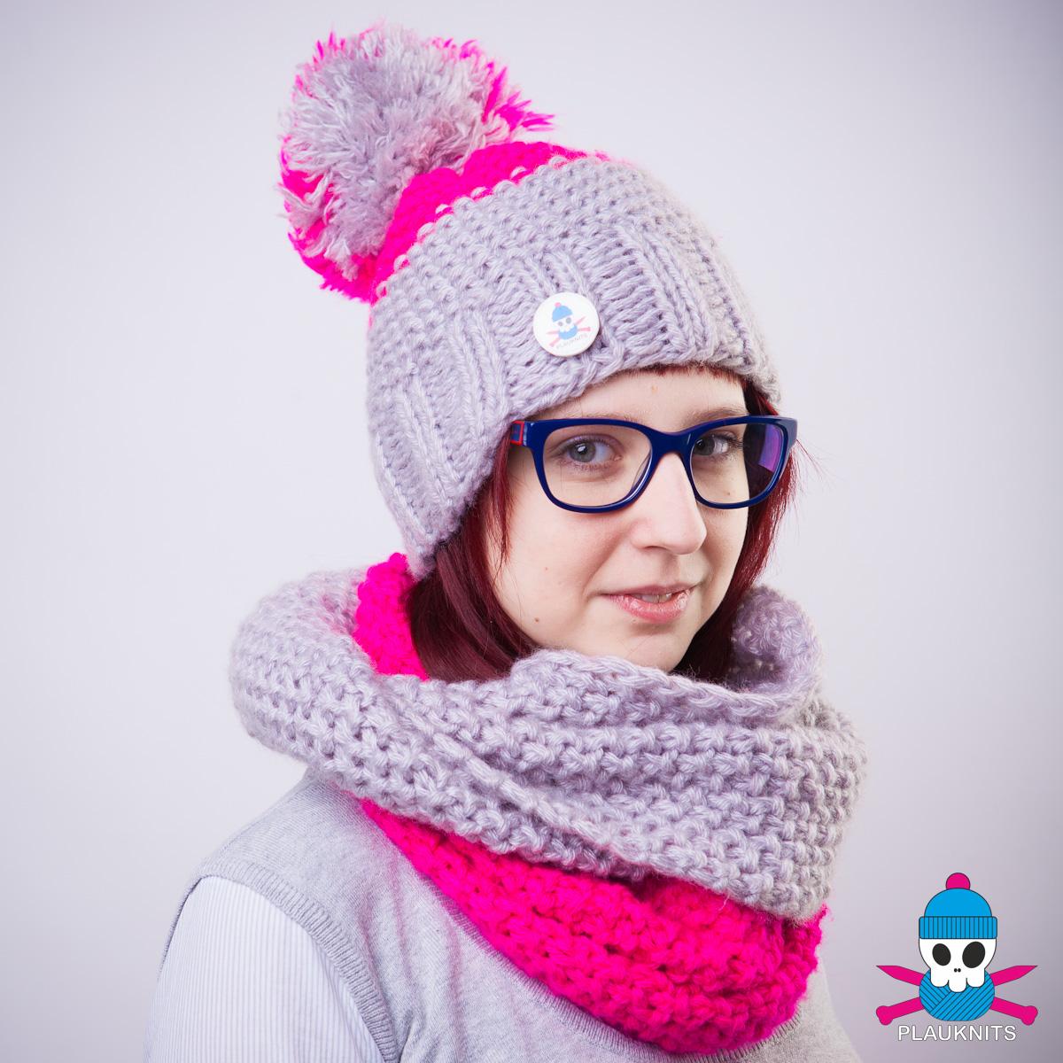 Серо-малиновый вязаный комплект шарф снуд и шапка PLAUKNITS