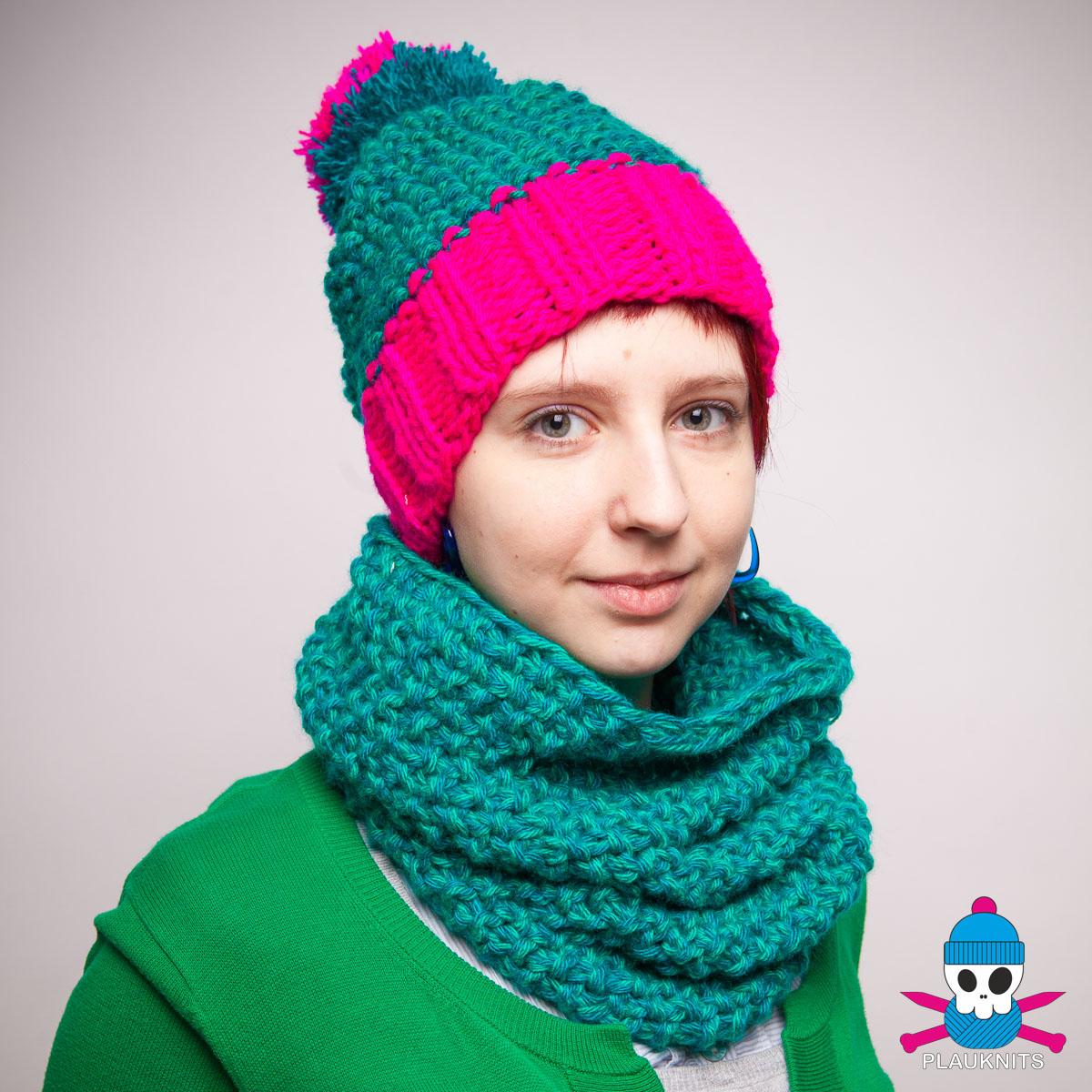 Зелёно-малиновый вязаный комплект шарф-снуд и шапка Катион