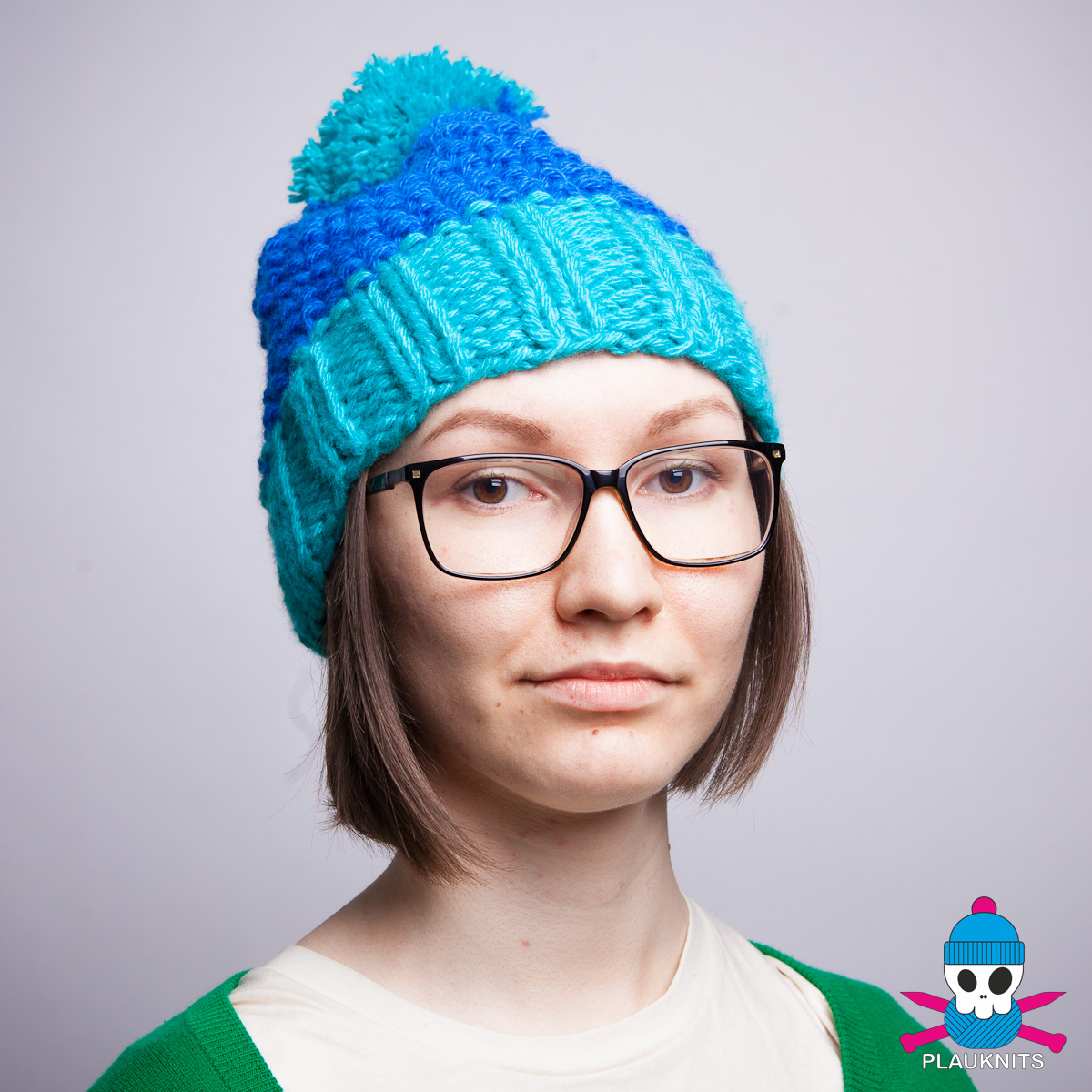 Бирюзово-синяя вязаная шапка с помпоном Квант