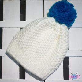 Белая вязаная шапка с помпоном Квант