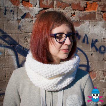 Белый вязаный шарф-снуд Моллекула