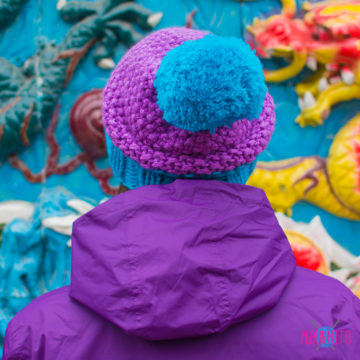 Сиренево-синяя вязаная шапка с помпоном Квант
