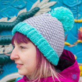 Серо-ментоловая вязаная шапка с помпоном Квант