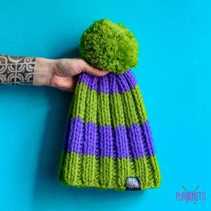 Сиренево-зелёная вязаная шапка ручной работы Орбиталь