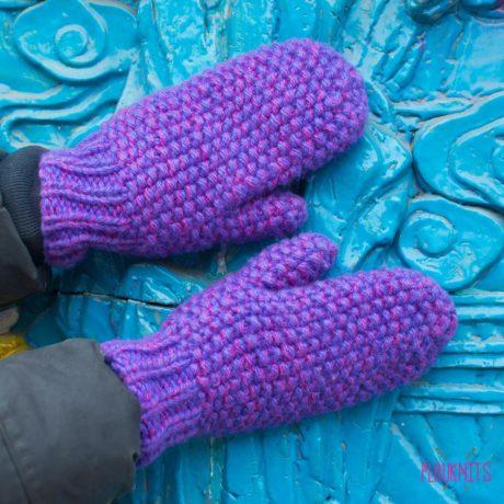 Сиреневые вязаные варежки ручной работы Двуцвет