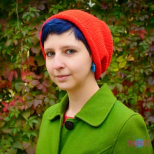 Красная вязаная шапка мешок Осень