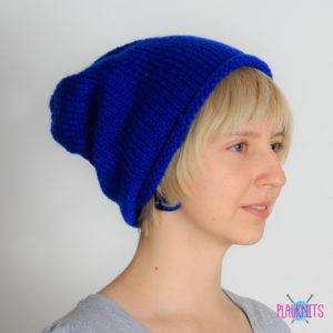 Синяя вязаная шапка мешок Осень
