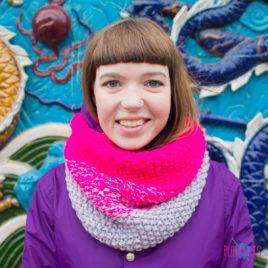 Розово-серый вязаный шарф-снуд Градиент