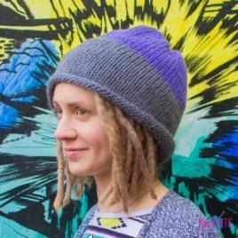 Серо-фиолетовая вязаная шапка мешок Осень