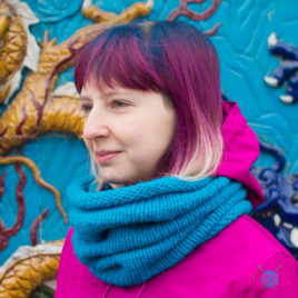 Синий вязаный шарф-снуд Чёткость линий