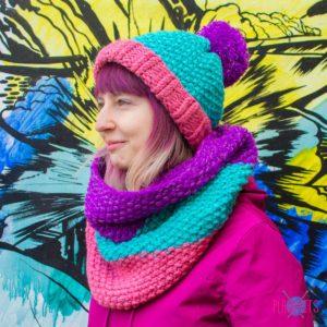 Вязаный комплект шапка и шарф-снуд Три полоски