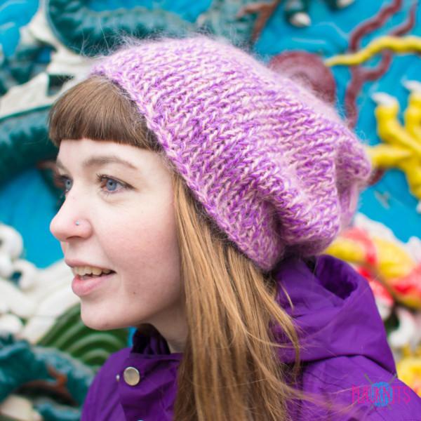 Розовая вязаная шапка ручной работы