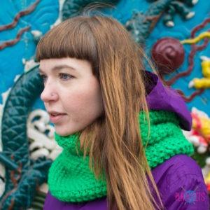 Зелёный вязаный шарф-снуд Моллекула