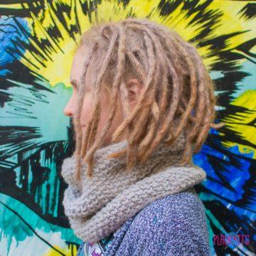 Серый вязаный шарф-снуд Моллекула