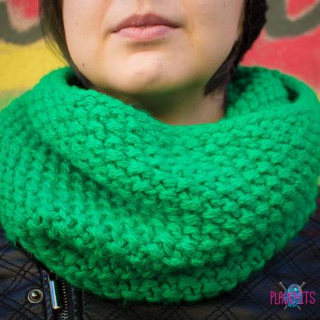Зелёный вязаный шарф-снуд ручной работы Моллекула