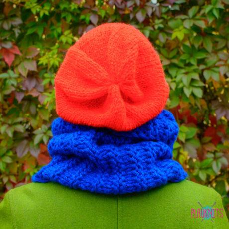 Сине-красный вязаный комплект шарф-снуд и шапка