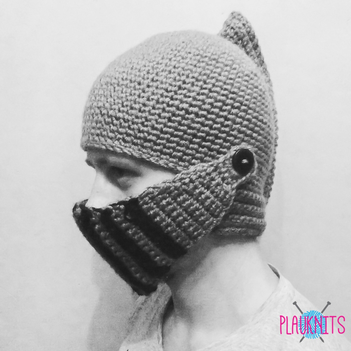 Вязаная шапка-шлем рыцаря