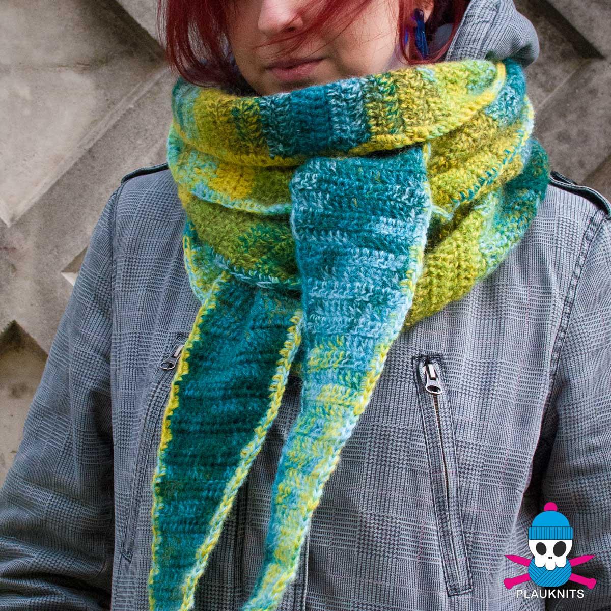 Вязаный шарф бактус