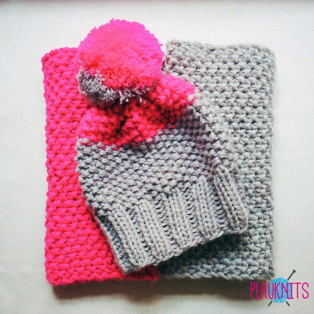 Розово-серый вязаный комплект снуд и шапка ручной работы