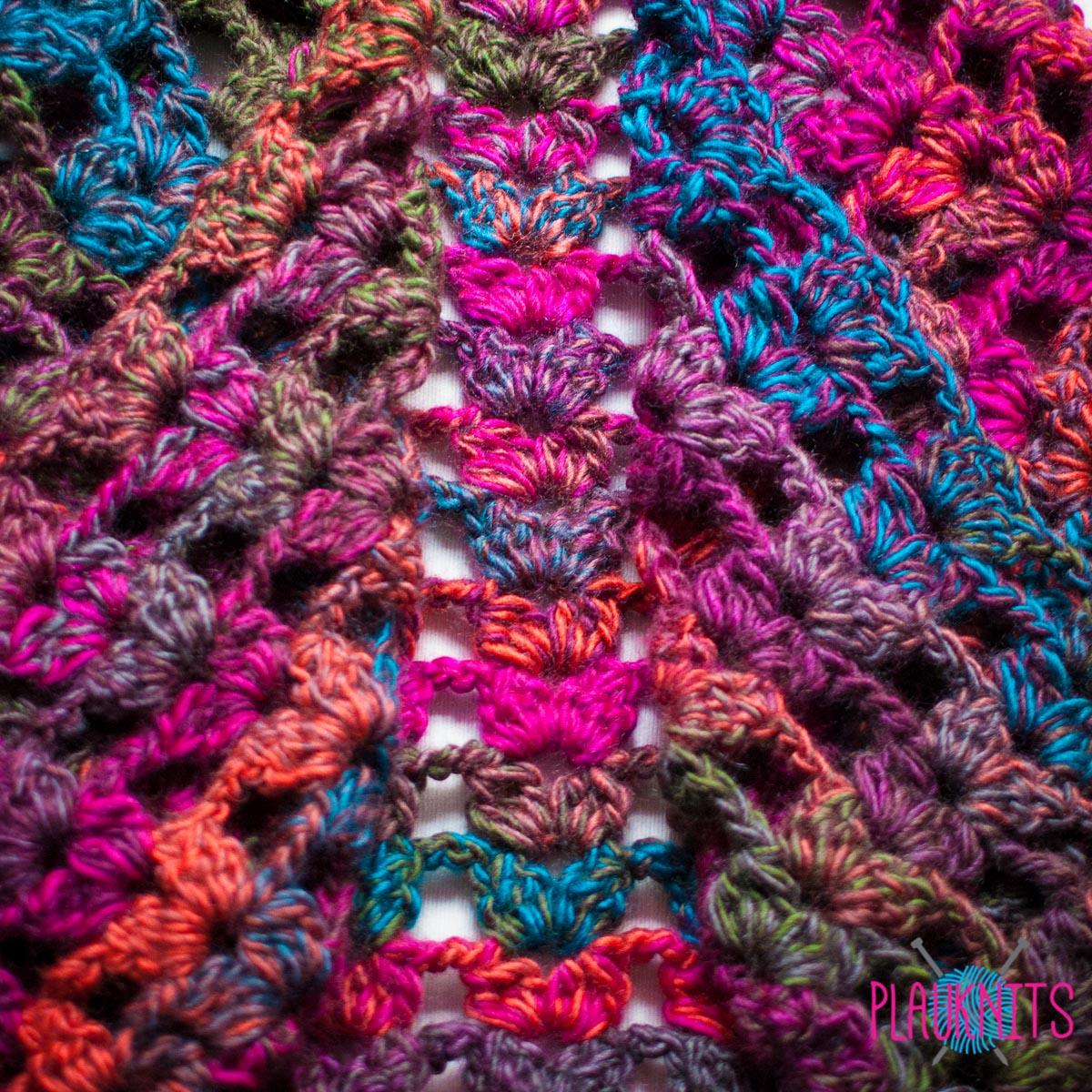 Вязаный треугольный шарф и шапка