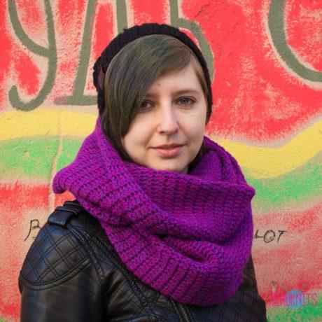 Фиолетовый вязаный шарф-снуд в два оборота ручной работы Путь