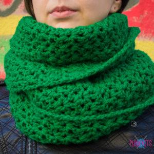 Сочно-зелёный вязаный шарф ручной работы Дорога