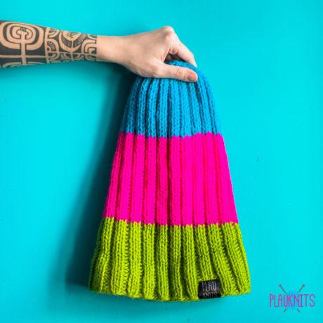Цветная вязаня шапка ручной работы с подворотом Симпл