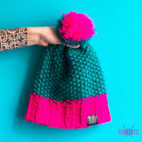 Изумрудно-розовая вязаная шапка ручной работы Квант