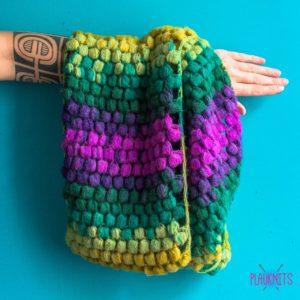 Цветной вязаный шарф-снуд ручной работы в два оборота