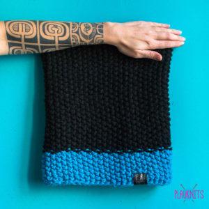 Чёрно-синий вязаный снуд ручной работы Моллекуда