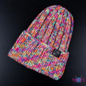 Цветастая вязаная шапка ручной работы с подворотом